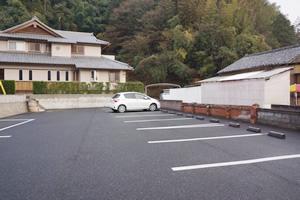 自家用車で参拝したいのですが駐車場はありますか